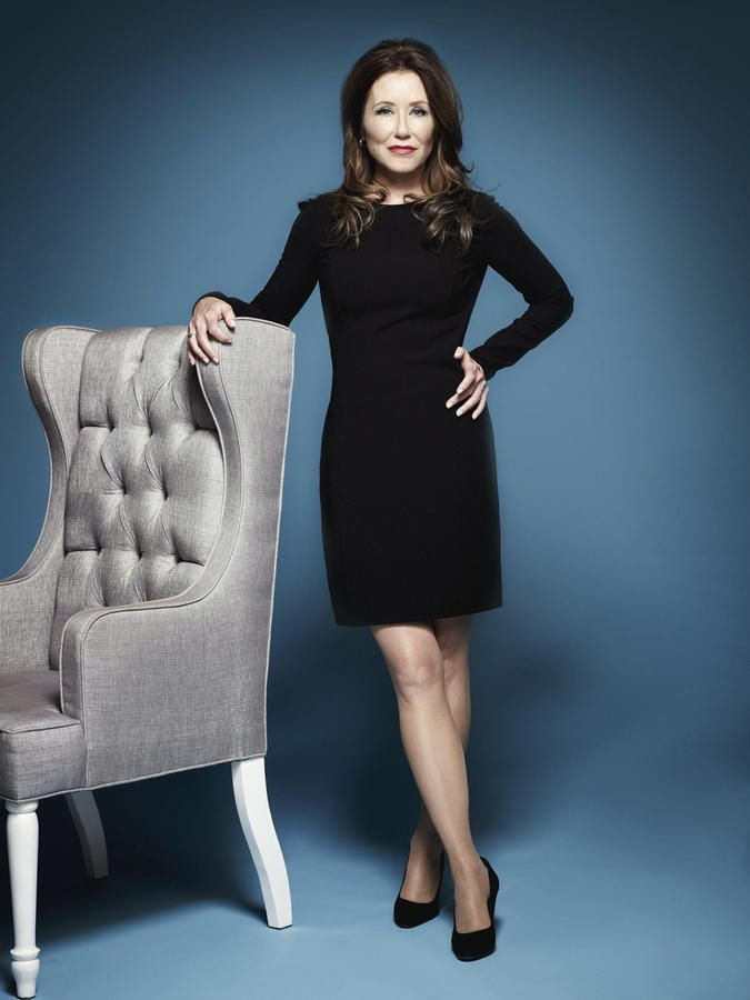 Mary McDonnell. This woman is 61 years old!                                                                                                                                                                                 Más