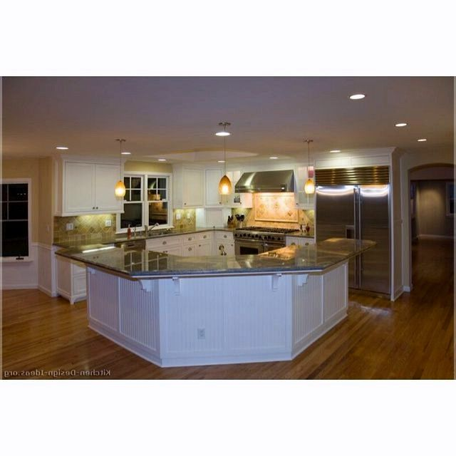 L Shaped Kitchen With Island And Corner Pantry Kitchen Island Images Uk Kitchenislandideas Best Kitchen Layout Kitchen Layout Corner Kitchen Pantry