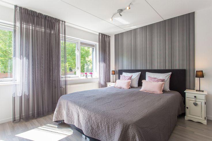 Zeer ruime master bedroom voorzien van airco.  Meer info: http://www.funda.nl/koop/enschede/huis-48193797-ans-van-den-berglaan-4/  Bezichtiging plannen: http://www.funda.nl/koop/enschede/huis-48193797-ans-van-den-berglaan-4/bezichtiging/