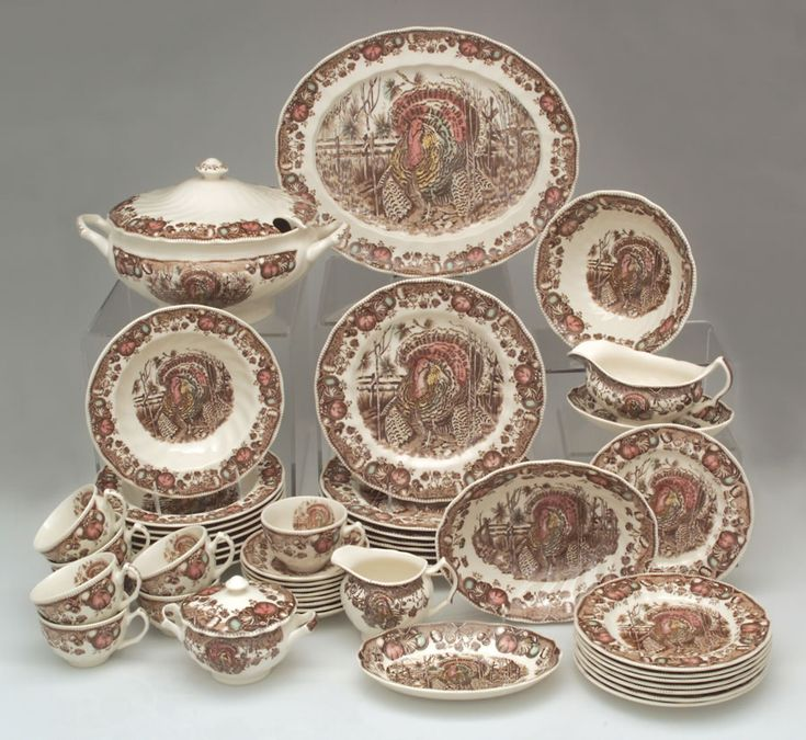 Bust of Pretty Thanksgiving Dinnerware Sets