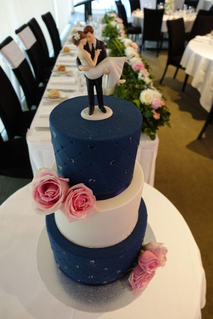 #fondantweddingcake #cake #vanillapod #vanillapodspecilatycakes #brisbanecakes #weddingcake #brisbaneweddingcakes #brisbanecafe #noveltycakesbrisbane #happybirthday