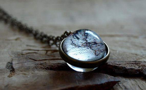 World map necklace, Vintage world map globe necklace, Antique world map pendant,Globe necklace, Earth map necklace, wanderlust necklace,gift