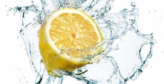 Acqua e limone: 10 benefici per la salute