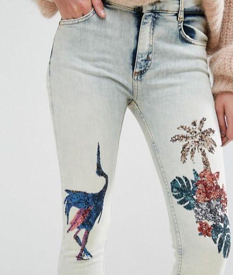 Σήμερα, διάλεξα δύο τζιν παντελόνια που έχουν σίγουρα το embroidery vibe, καθώς εξακολουθεί να