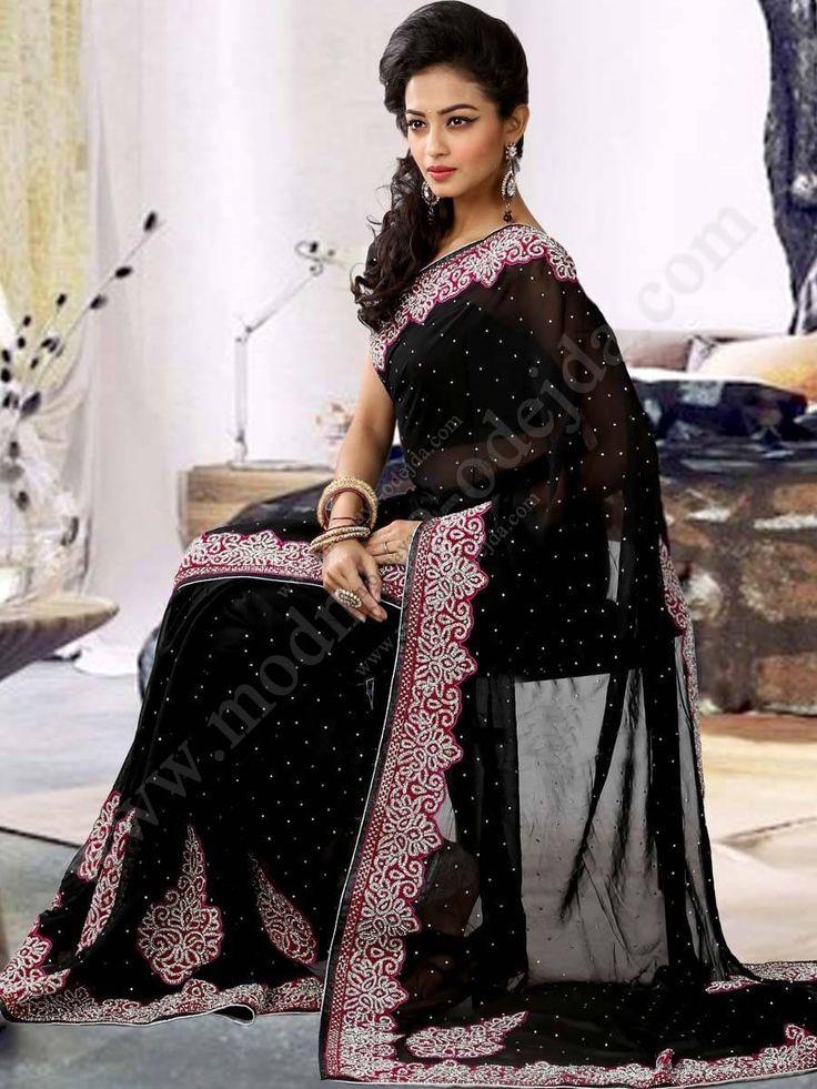 Чёрное красивое дорогое индийское сари из шифона, украшенное вышивкой шёлком и стразами