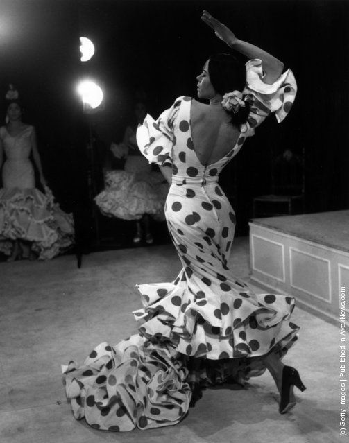 """Manuela Vargas at a dress rehearsal for """"The Tigress of the Flamenco"""" given by her company at the Vaudeville Theatre, London"""