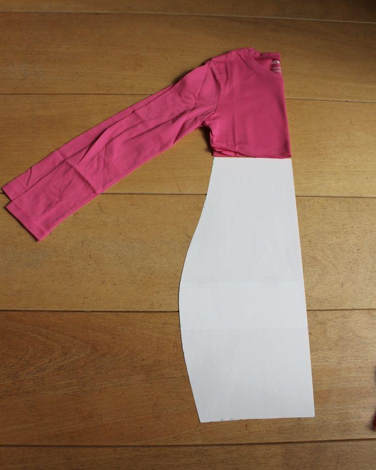 Nou , zoals beloofd, een heuse t-shirt-jurk tutorial :) , voor zover je niet al zelf al had bedacht hoe dit simpele klusje in zijn werk gaat...
