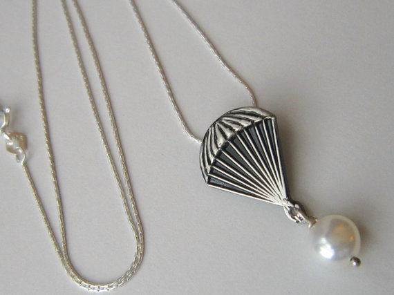Parachute pearl - sponsor gift - The Hunger Games - Solid Sterling Silver chain and freshwater pearl pendant ($33, includes shipping)Hunger Games Necklaces, Jewelry Necklaces, The Hunger Games, Pearls Necklaces, Nerdy Stuff, Freshwater Pearls, Peeta Pearls, Shops Sometimes, Geeky Stuff