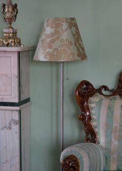 Хотите обновить старый светильник, сделать настольную лампу своими руками, украсить абажур и превратить осветительные приборы в интересный акцент декора?
