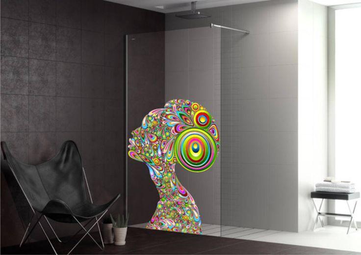 Welche Art von Dusche man auch immer zuhause hat: Die Trennwände sind in der Regel transparent. Die originellen Duschabtrennungen von Duscholux mit 24 coolen Designs bringen hingegen Frische und Flair in jedes Bad.