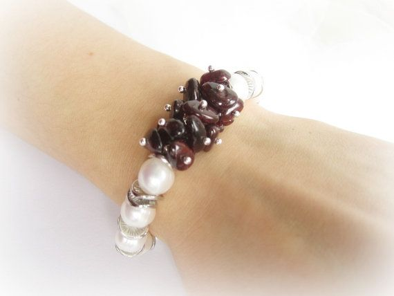 Red garnet bracelet freshwater pearls beaded by MalinaCapricciosa