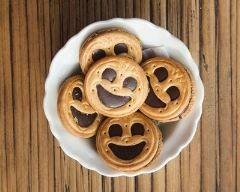 Biscuits sablés simples comme des BN http://www.cuisineaz.com/recettes/biscuits-sables-simples-comme-des-bn-80989.aspx