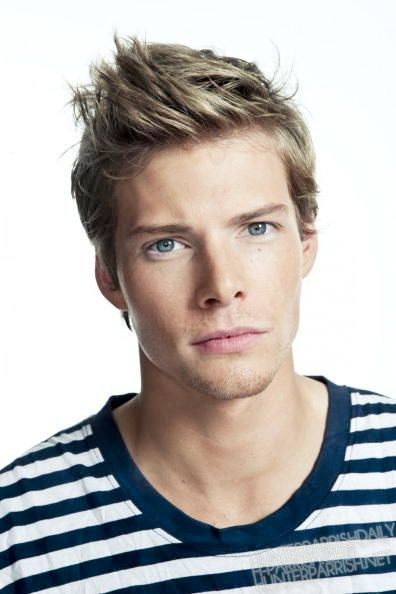 Blonde: Hunter Parrish- the perfect Jace Lightwood, for those who know what The Mortal Instruments are...