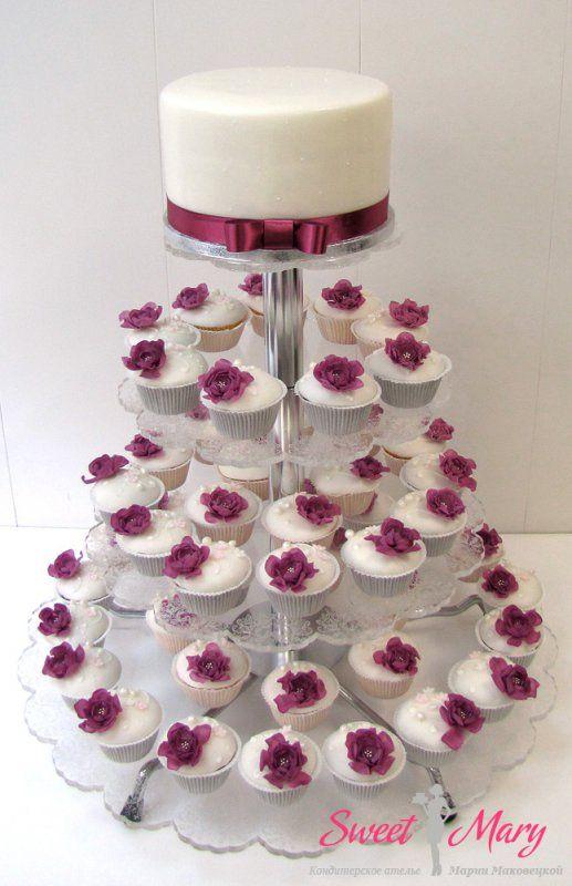 Каждому гостю - отдельный мини тортик:)