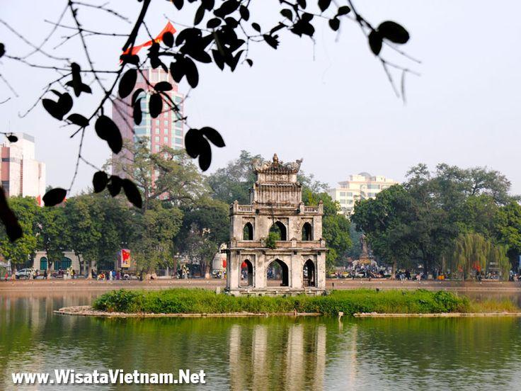 Danau Hoan Kiem, Hanoi, Vietnam
