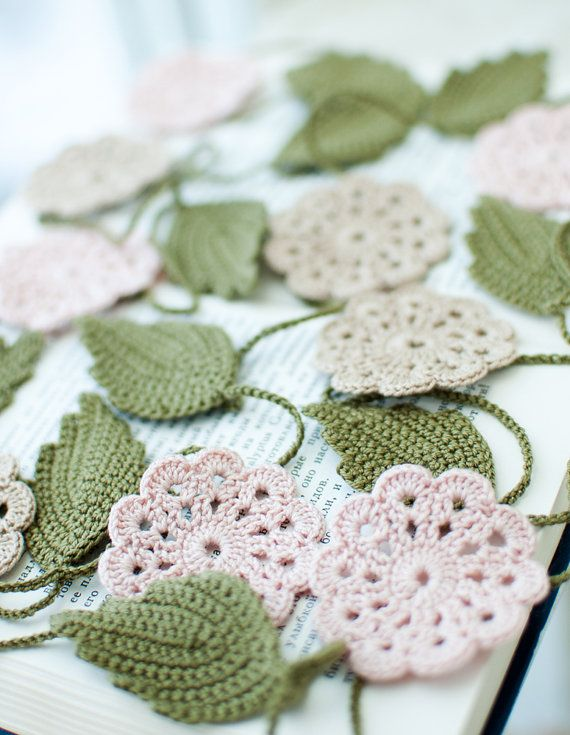 daisy: Crochet Flowers, Wedding Garlands, Shabby Chic, Flower Garlands, Valentines Decor, Christmas Garlands, Flowers Garlands Wedding, Leaves, Birthday Parties Decor