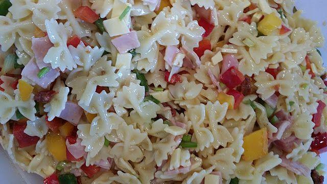 Geheime Rezepte: Nudelsalat (sommerlicher, frischer Nudelsalat ohne Majo)
