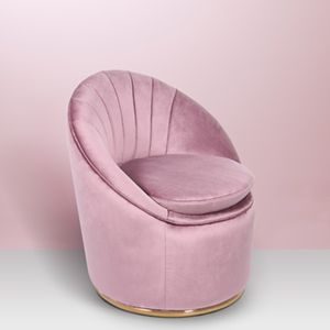 Inspired by the seductive movements of the iconic movie star Marilyn Monroe, this crescent accent chair is an elegant and retro chic piece of furniture inspired in the 60's design legacy. It is fully upholstered in velvet and has a brass trim on the base. An enchanting piece fit for glamorous interiors.
