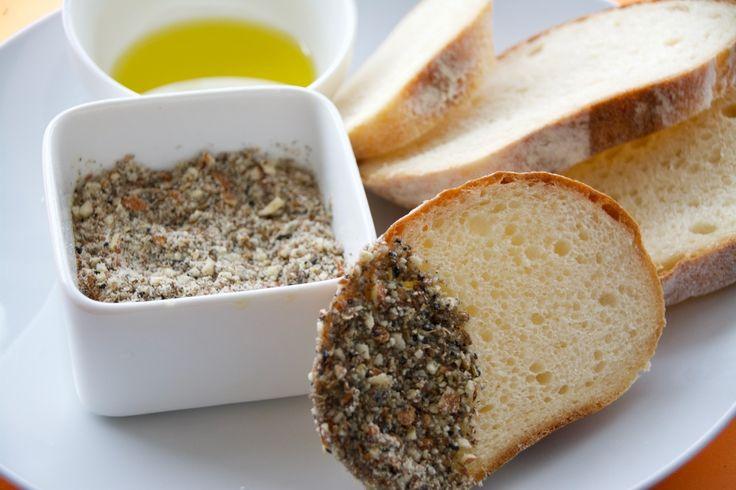 パンやサラダ、魚料理にマッチ。エジプト料理の調味料「デュカ」の簡単レシピ