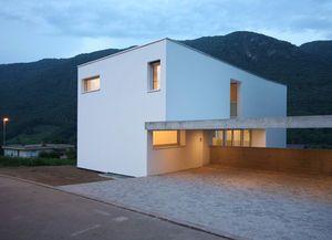 白い箱の家をシンプルに作る
