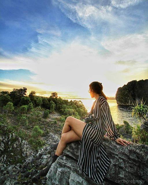 Sometimes, good things happen in goodbye.  Afternoon sky at Gamfi, Misool - Raja Ampat.  . . Inframe : @jsarisiregar  Photo by : @ican_hipnography  . .  #MisoolEscape #misool #TjMisoolEscape #tukangjalan #tukangjalantrip #tukang_jalan #RajaAmpat #PesonaIndonesia #OraBeach #EscapeOraBeach #ExploreNusantara #indonesia #wonderful_location #instamoment #instanusantara #gopro #beautifuldestinations #folkindonesia #INDOTRAVELLERS #instagram #kompasnusantara #detiktravel #exploreidku…