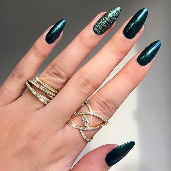 Elegant Emerald Green Nails Designs For You Beautiful Glitter Accent Glitternails Emerald Green Ma Green Nail Designs Almond Acrylic Nails Green Nails