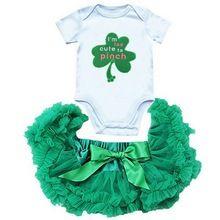 Милый зеленый костюм с трилистником