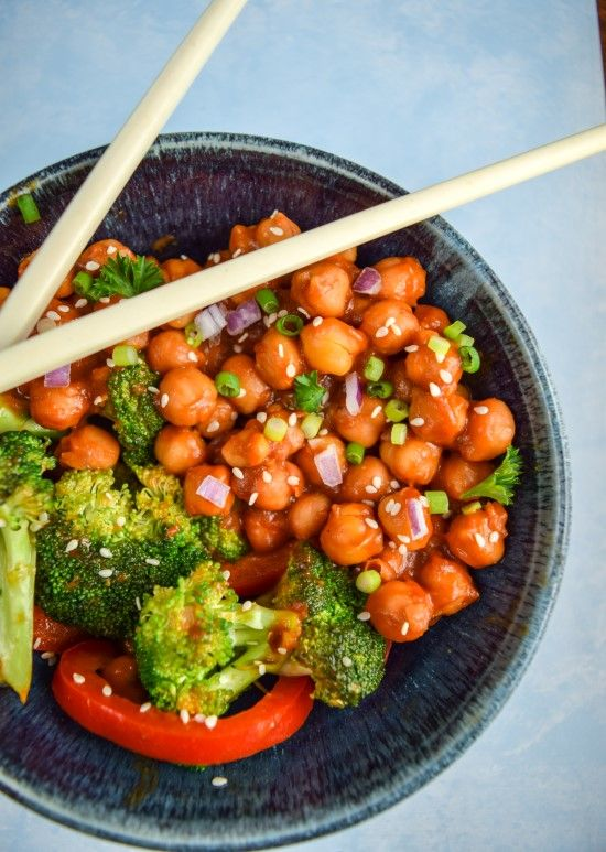 Easy General Tso's chickpeas recipe, stir-fried with broccoli and bell pepper for a filling and delicious meal. Vegan, vegetarian, and gluten-free.