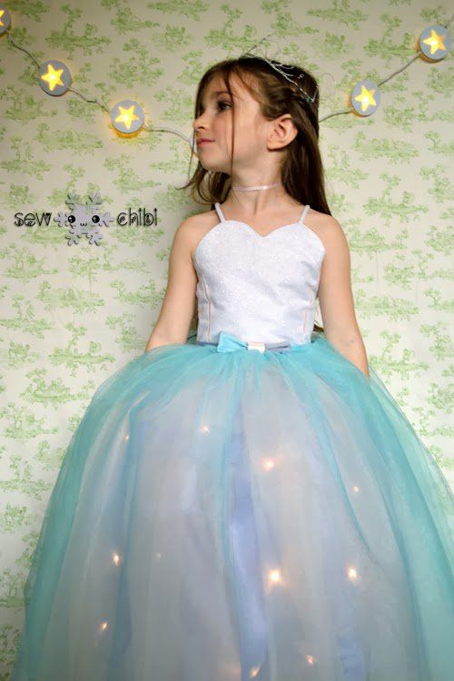 Amazing and beautiful tutorial on how to sew a princess dress with battery operated lights in the skirt for a real fairy-tale look. Light up your princess!