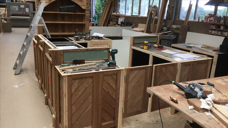 Projectje op het werk, toog bekleed met oude deur panelen. #hout #wood #interieur