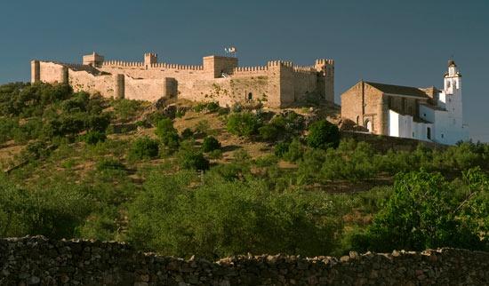 Ruta de los Castillos de Huelva: http://www.guiarte.com/noticias/la-banda-gallega-ruta-castillos-huelva13.html