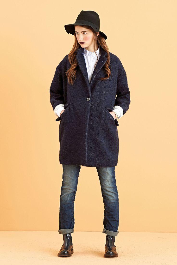 Camicia ampia in mussola di cotone. Jeans taglio boyfriend con cintura a stringa.  Cappotto over con taglio cocoon, morbido morbido. #ottodame #ootd #outfit #fw14