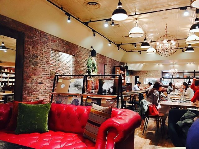 好きそうな本がいっぱいでした😂❤️ 秘密の隠れ家にしよう☺️ #osaka#cafe#brooklynparlor#niceday#ブルックリンパーラー