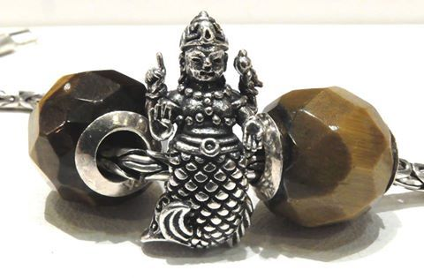 RedBaliFrog  Elemento ricco di dettagli. Matsya, l'uomo pesce online shop: www.gold-jewels-italy.com