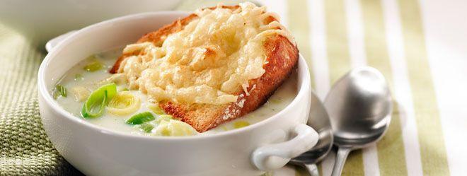 Reinvent traditional onion soup au gratin. Try a leek soup sprinkled with cheese. // Réinventez la traditionnelle soupe à l'oignon gratinée. Parsemez votre soupe de poireaux avec du fromage.