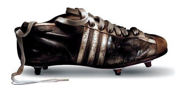Adolf Dassler, Adi, afirma que las innovaciones en su empresa, Adidas, ayudaron a que Alemania ganara la Copa Mundial de 1954, a pesar de las condiciones climáticas que casi arruinan la final contra Hungría.