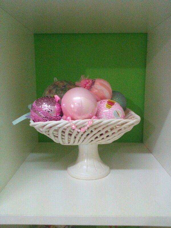 Alzatina con palline natalizie in rosa