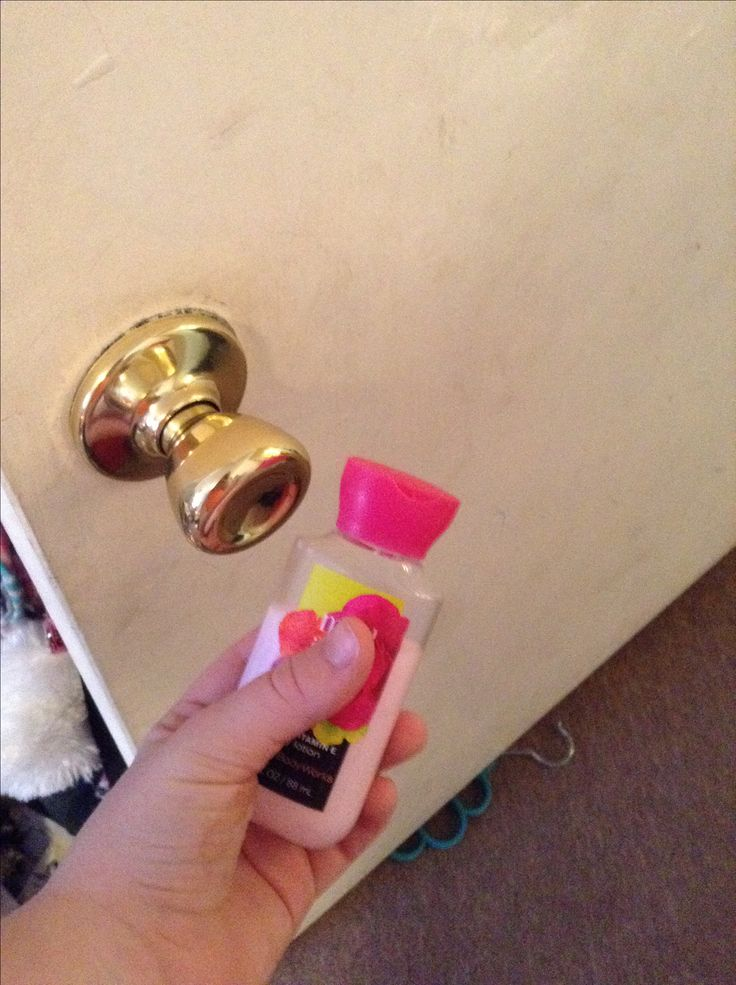 Fun prank to do an your siblings,co-workers,and roommates.Make sure the victim is coming but not where he/she can see you.Apply the lotion/cream on the doorknob and wait for them to try to open the door!