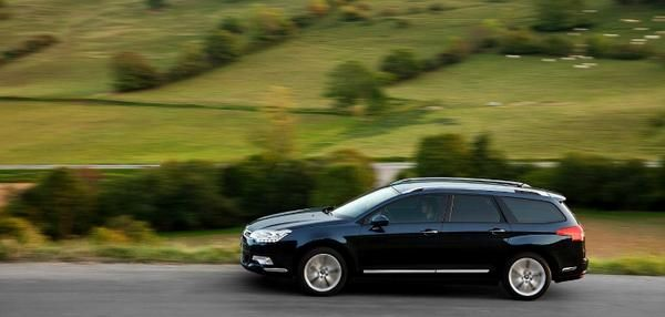 Nothing is overlooked in the #Citroën #C5Tourer ! Design and security will especially impress you!