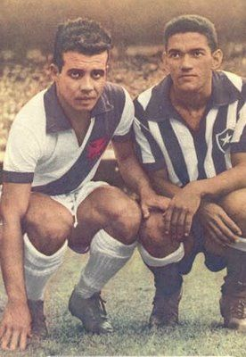 Almir e Garrincha antes do clássico entre Vasco e Botafogo em 1958.
