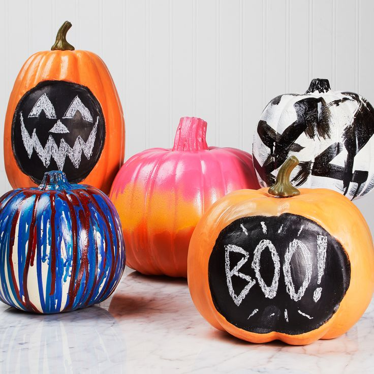 Bring out your inner Picasso on your pumpkins! TIP: Use spray paint to chalk paint to decorate your pumpkin this Halloween. #diy #halloween #pumpkin #craft