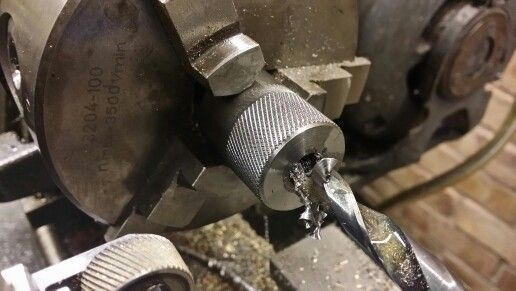 Knurling, drilling and tapping of the thumb wheels