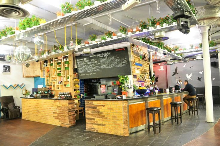 BLUEBERRY \\ Shoreditch\\ Laid back, fresh bar and kitchen Blueberry is snuggled at the end of Curtain Road right by the Worship Street Whistling Shop. Great vibes and cheap drinks with a great crowd that's on the right side of hipster.