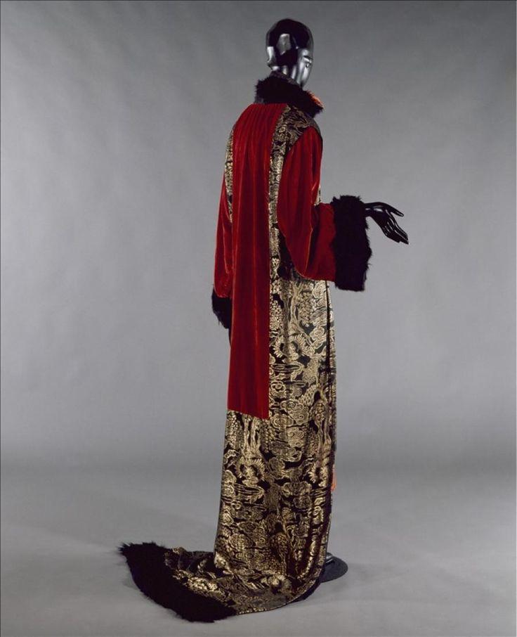 """Manteau de grand soir """"Sésostris"""", Paul Poiret Automne - Hiver 1923 © Galliera / Roger-Viollet"""