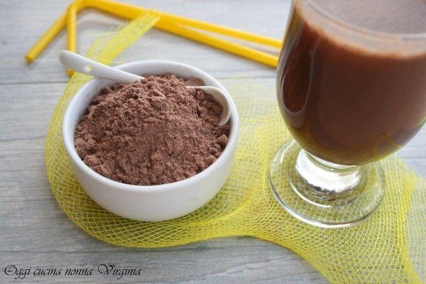 Simil Nesquik 100 gr. zucchero + 60 gr. di cioccolato fondente o al latte + 20 gr. cacao amaro.........si prepara anche con il bimby e si chiude in barattoli di vetro