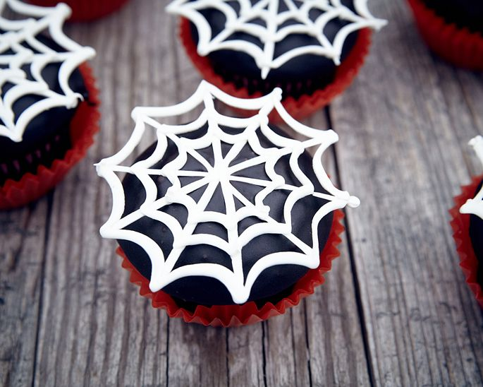 How to make spider web cupcakes • CakeJournal.com: Cookies, Spider Webs, Spiderweb Cupcake, Web Cupcakes, Cupcake Decoration, White Chocolate Spider Web, Halloween Party