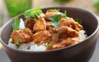 Envie d'un bon curry de poulet ? Voici une recette facile pour en préparer un. Un plat très gourmand vous attend.