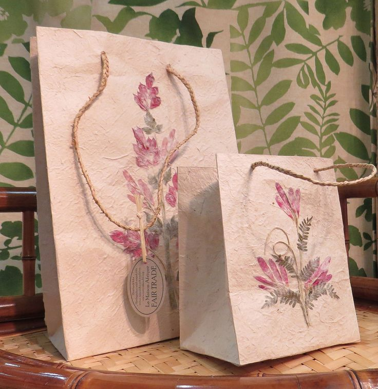 Flower decorated barkpaper - here as gift bags. La Maison Afrique FAIR TRADE stand at Formex 2014.