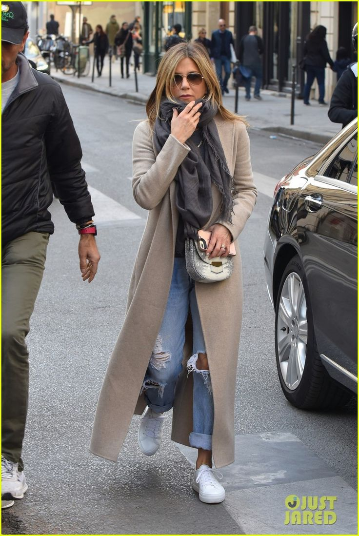 Jennifer Aniston Steps Out for Solo Shopping Trip After Red Carpet Date With Justin Theroux