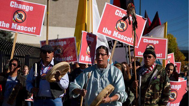 Nativos Americanos Protestando Contra El Nombre Del Equipo 'Pieles Rojas' #Video                                                                                                                                                      Más